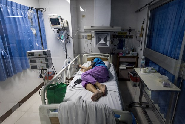 Bệnh nhân COVID-19 được điều trị tại một bệnh viện ở Bangkok, Thái Lan. (Ảnh: AFP/TTXVN)