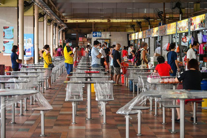 Ngày 18-7, Singapore công bố phát hiện nhiều ca nhiễm mới liên quan đến 12 khu chợ và trung tâm thực phẩm. Ảnh: Straits Times