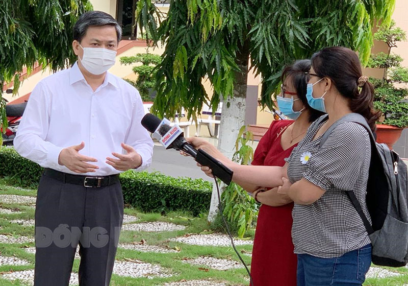 Ủy viên Trung ương Đảng - Bí thư Tỉnh ủy Lê Đức Thọ trả lời phỏng vấn. Ảnh: K.Phong