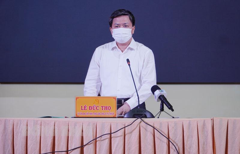 Ủy viên Trung ương Đảng - Bí thư Tỉnh ủy Lê Đức Thọ phát biểu tại cuộc họp.