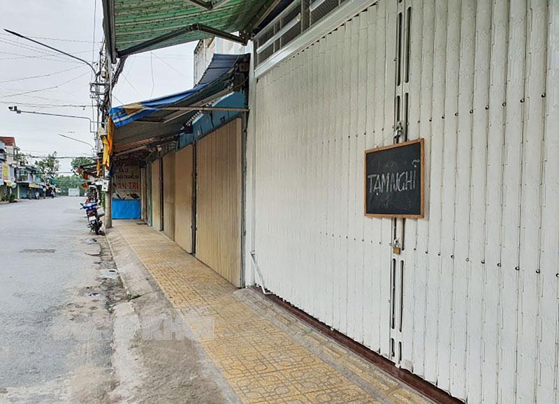 Các cửa tiệm trên đường Phan Ngọc Tòng, Phường An Hội, TP. Bến Tre thông báo tạm nghỉ.