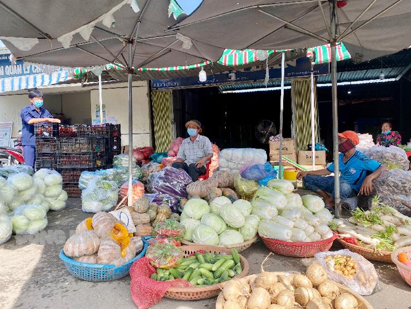 Còn một vài tiểu thương bán rau củ quả tại chợ Đầu mối Nông thuỷ sản Bến Tre.