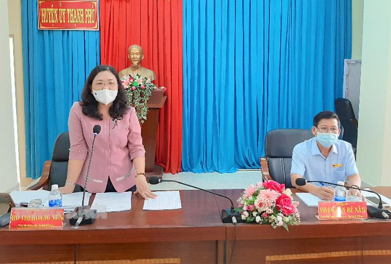 Phó bí thư Thường trực Tỉnh ủy - Chủ tịch HĐND tỉnh Hồ Thị Hoàng Yến phát biểu tại buổi làm việc.