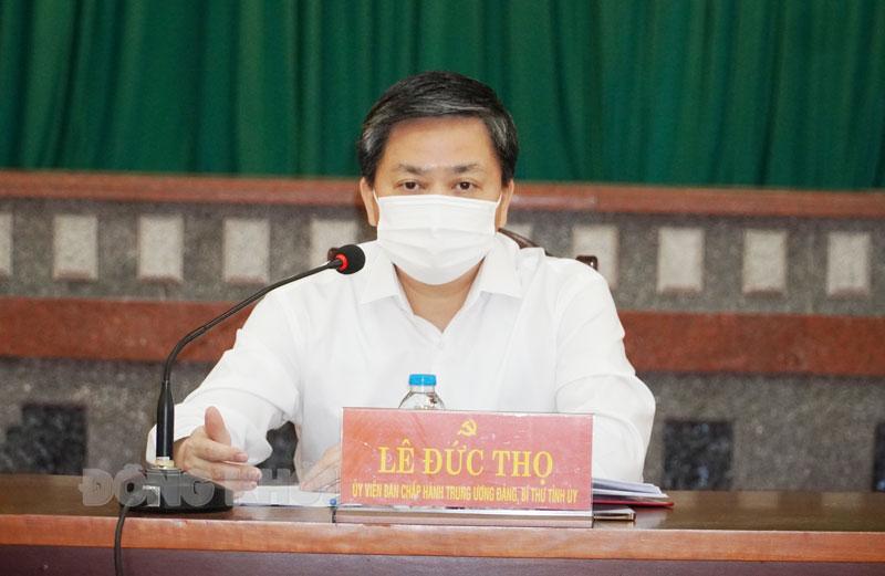 Ủy viên Trung ương Đảng - Bí thư Tỉnh ủy Lê Đức Thọ kiểm tra nắm tình hình dịch Covid-19 tại TP. Bến Tre.
