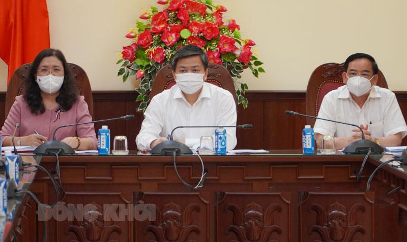 Bí thư Tỉnh ủy Lê Đức Thọ, Phó bí thư Thường trực Tỉnh ủy Hồ Thị Hoàng Yến, Chủ tịch UBND tỉnh Trần Ngọc Tam tham dự cuộc họp.