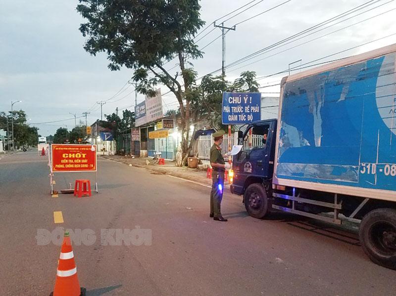 Chốt kiểm soát phòng chống dịch bệnh covid-19 tại xã Tam Phước. Ảnh: P. Văn