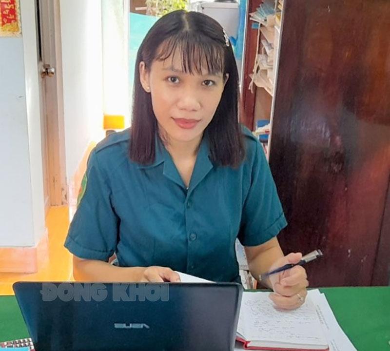 Chị Lữ Thị Ngoan trong giờ làm việc.