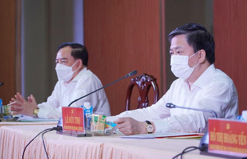 Ủy viên Trung ương Đảng - Bí thư Tỉnh ủy Lê Đức Thọ và Chủ tịch UBND tỉnh Trần Ngọc Tam tại điểm cầu tỉnh. Ảnh: Phan Hân