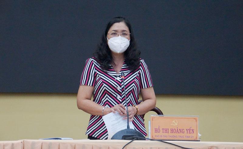 Phó bí thư Thường trực Tỉnh ủy - Chủ tịch HĐND tỉnh Hồ Thị Hoàng Yến phát biểu tại cuộc họp.