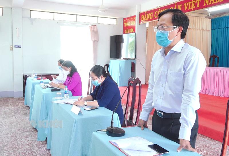 Chủ tịch UBND huyện Võ Văn Út phát biểu kết luận hội nghị.