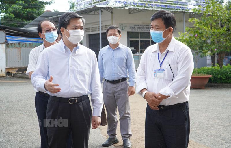 Bí thư Tỉnh ủy Lê Đức Thọ khảo sát tại Bệnh viện Đa khoa khu vực Cù Lao Minh.