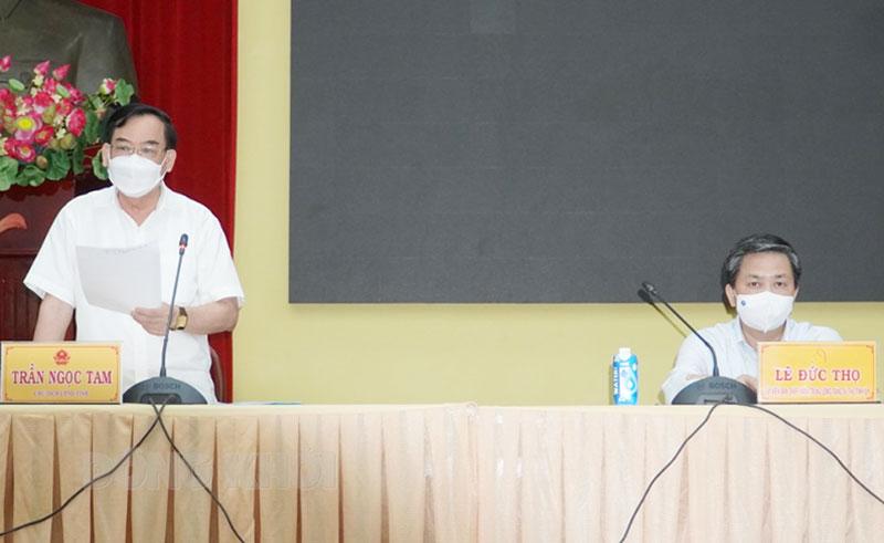 Chủ tịch UBND tỉnh Trần Ngọc Tam kết luận cuộc họp.