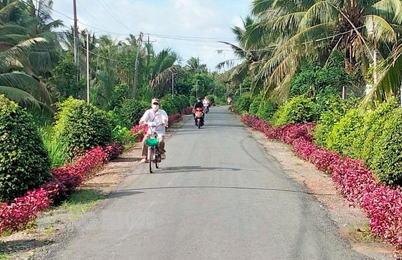 Đường nông thôn mới xã Thạnh Phú Đông (Giồng Trôm). Ảnh: Thành Lập