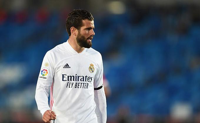 Thẻ đỏ của Nacho khiến Real Madrid thua ngược