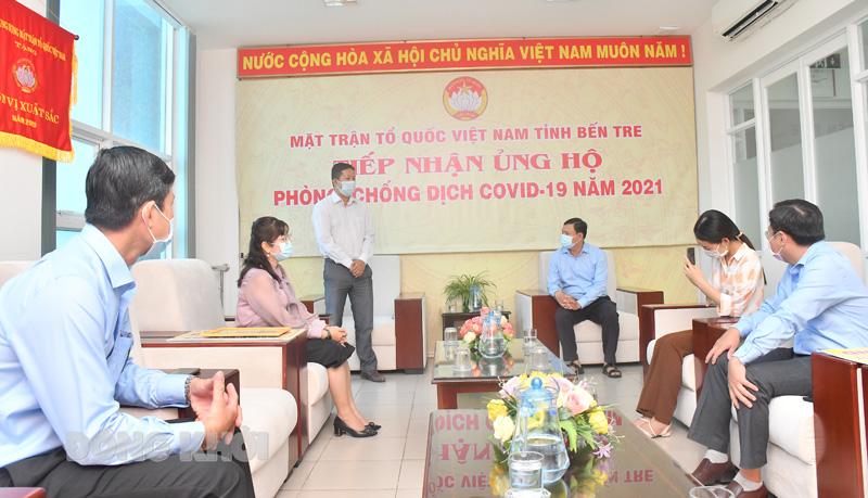 Ủy ban MTTQ Việt Nam tỉnh tiếp nhận hỗ trợ của các tổ chức đến ủng hộ Quỹ phòng chống dịch Covid-19.
