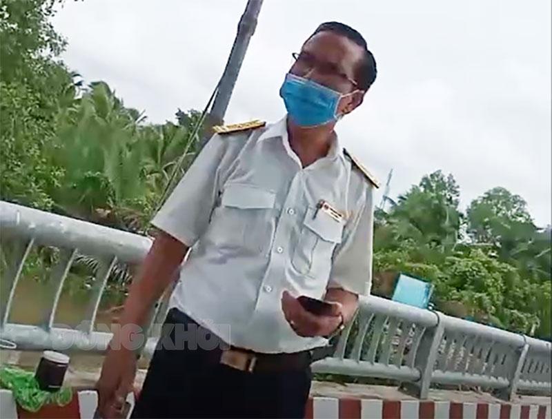 Ông Trần Khởi Nghĩa tại chốt kiểm tra cầu Thành Triệu. Ảnh: PV