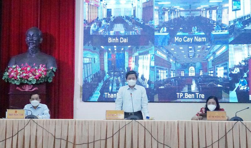 Từ trái sang: Phó bí thư Tỉnh ủy - Chủ tịch UBND tỉnh Trần Ngọc Tam, Ủy viên Trung ương Đảng - Bí thư Tỉnh ủy Lê Đức Thọ, Phó bí thư Thường trực Tỉnh ủy Hồ Thị Hoàng Yến.