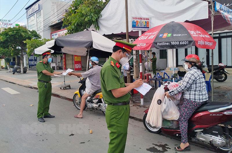 Kiểm soát phòng chống dịch tại chốt Tân Thành.