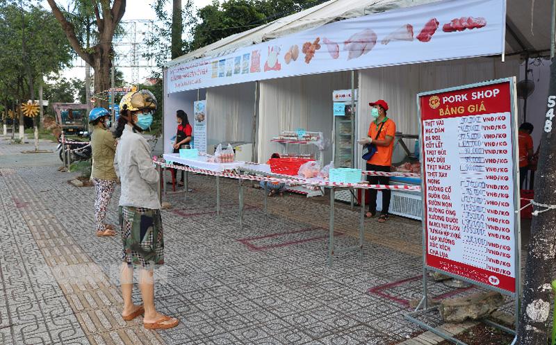 Điểm bán hàng bình ổn của Công ty cổ phần Chăn nuôi C.P. Việt Nam - Chi nhánh đông lạnh Bến Tre tại xã Bình Phú.