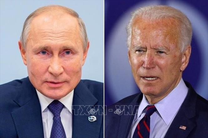 Tổng thống Nga Vladimir Putin (trái) và Tổng thống Mỹ Joe Biden (phải). Ảnh: NY Post/TTXVN