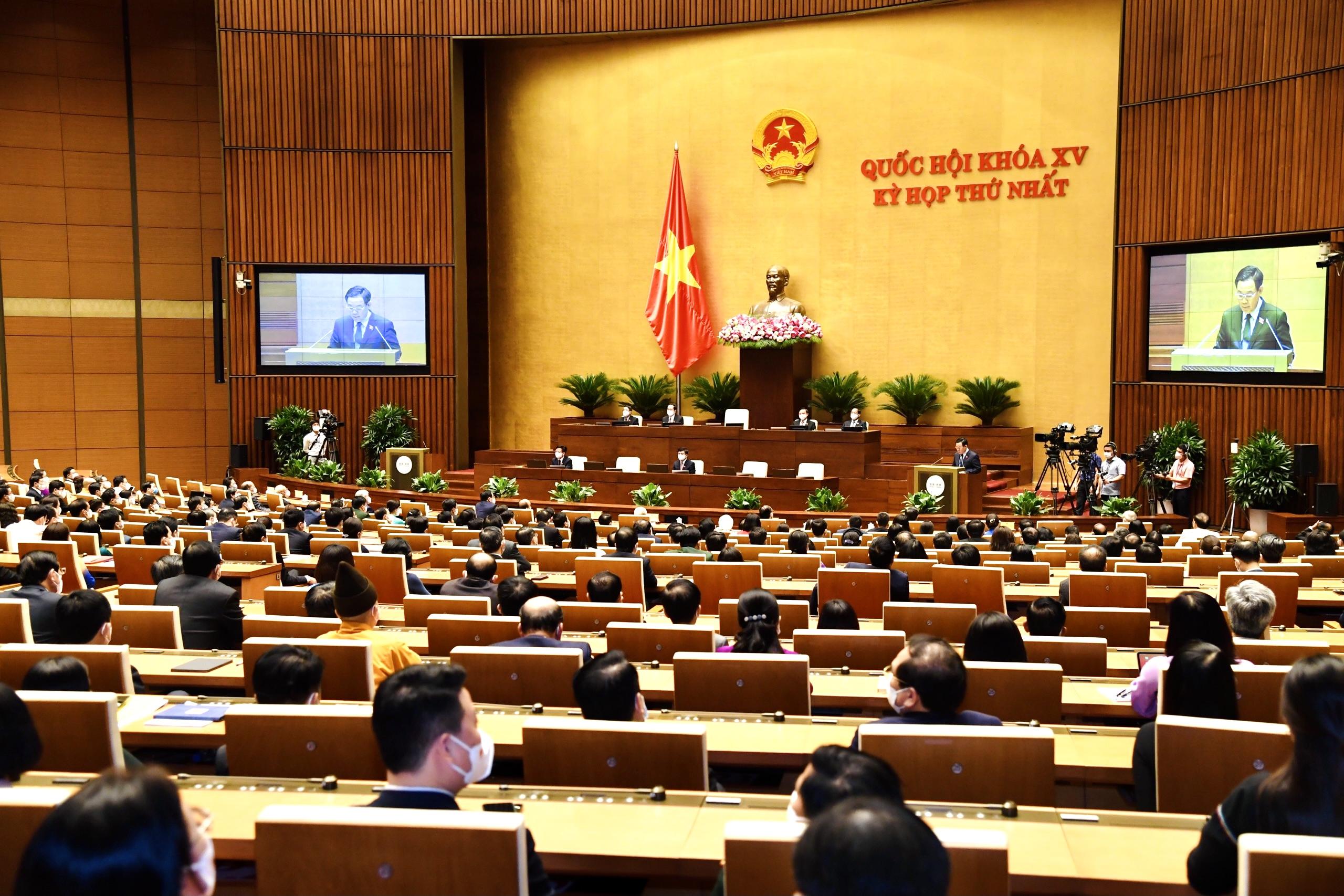 Sau 9 ngày làm việc liên tục, khẩn trương, nghiêm túc, dân chủ, đoàn kết, trí tuệ và trách nhiệm, kỳ họp thứ nhất, Quốc hội khóa XV đã hoàn thành toàn bộ chương trình đề ra và bế mạc vào chiều 28-7. Ảnh: VGP/Nhật Bắc