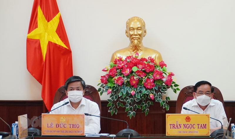 Bí thư Tỉnh ủy Lê Đức Thọ, Chủ tịch UBND tỉnh Trần Ngọc Tam tham dự tại điểm cầu tỉnh.