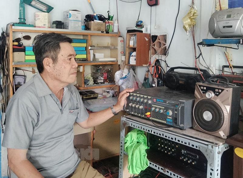 Bác Hai Muồi trong một lần lên sóng phát thanh. (Ảnh tư liệu)