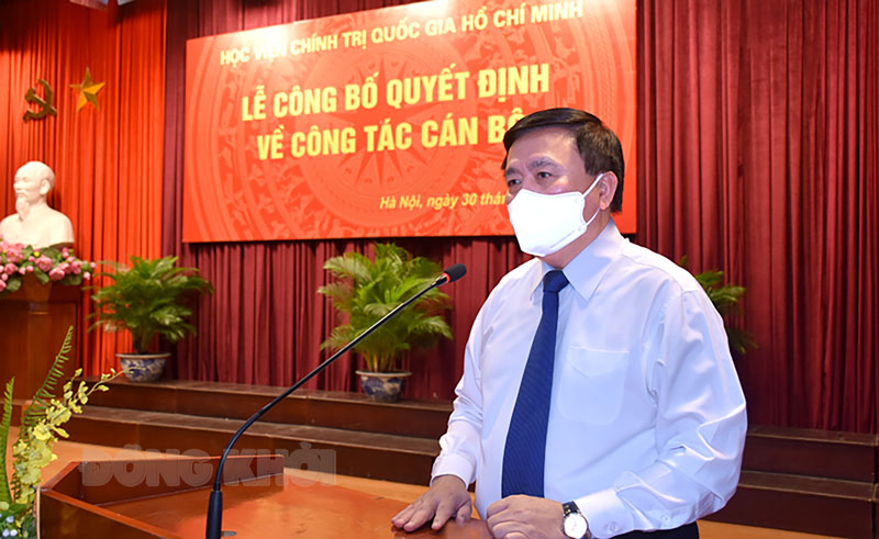 GS,TS. Nguyễn Xuân Thắng - Ủy viên Bộ Chính trị, Giám đốc Học viện Chính trị quốc gia Hồ Chí Minh phát biểu tại buổi lễ.