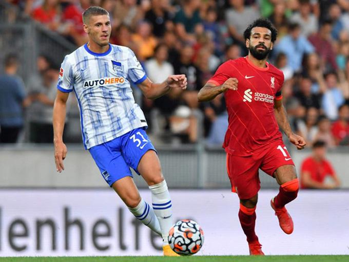 Hertha Berlin thi đấu sòng phẳng với Liverpool
