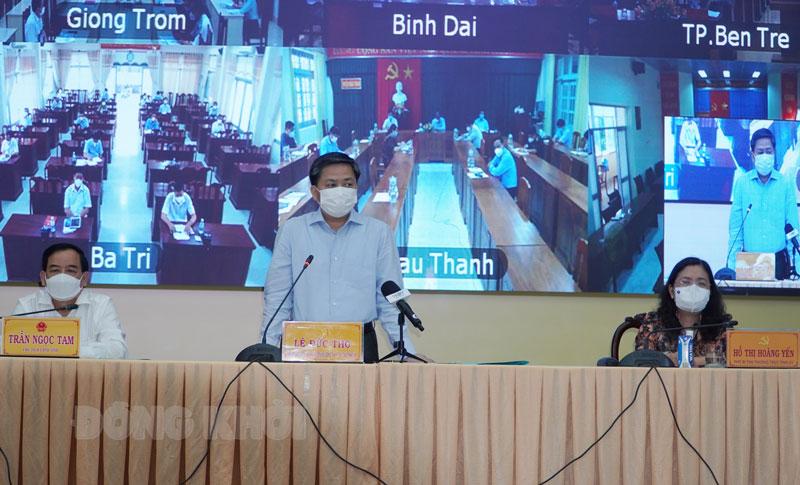 Ủy viên Trung ương Đảng - Bí thư Tỉnh ủy Lê Đức Thọ phát biểu tại hội nghị.