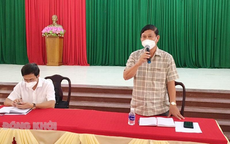Bí thư Huyện ủy Võ Văn Phê phát biểu tại hội nghị. Ảnh: Trà Dũng.