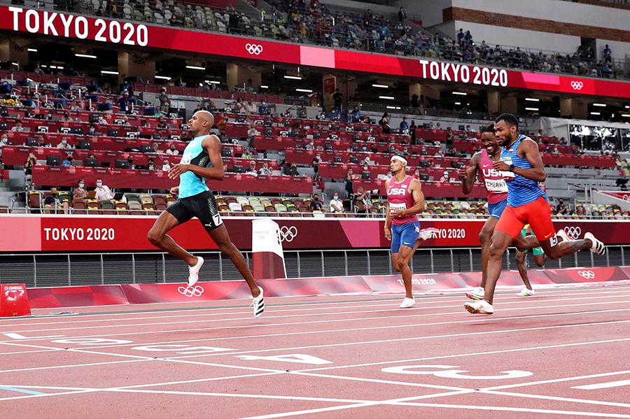 Cuộc đua 400m nam hấp dẫn đêm 5-8-2021 trên sân vận động Olympic Tokyo - Ảnh: W.A