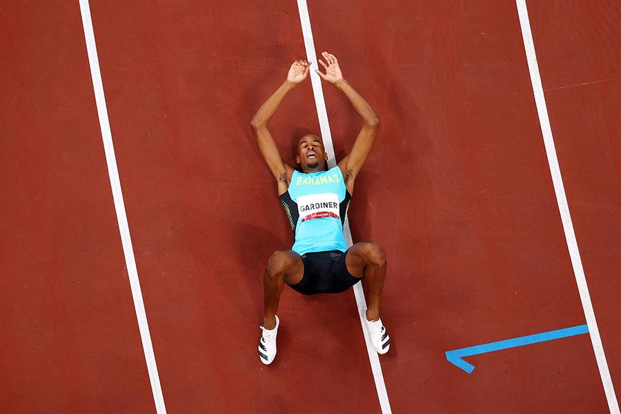 Steven Gardiner đi vào lịch sử điền kinh sau tấm HCV 400m nam Olympic Tokyo 2021 - Ảnh: W.A