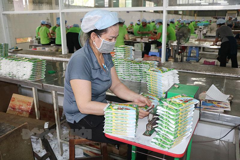 """Công ty TNHH sản xuất, kinh doanh tổng hợp Đông Á là 1 trong 3 doanh nghiệp cam kết """"Doanh nghiệp xanh"""" (Ảnh chụp tại công ty trước khi dịch Covid-19 bùng phát)."""