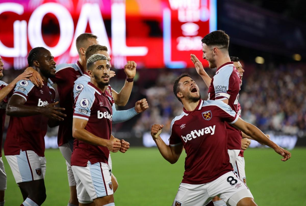 West Ham tạm dẫn đầu Ngoại hạng Anh sau trận thắng đậm Leicester. Ảnh: Reuters