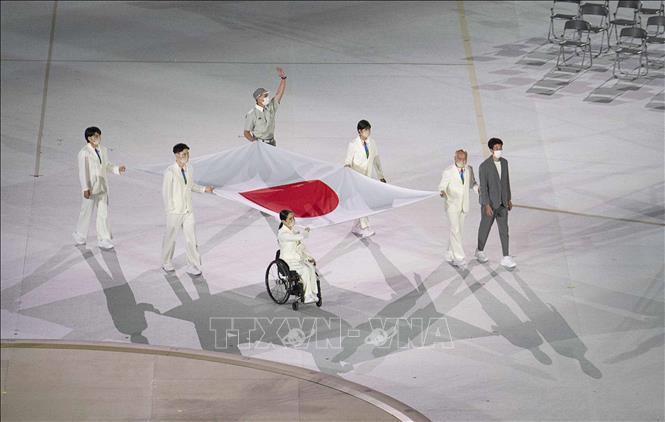 Đoàn thể thao Nhật Bản diễu hành tại Lễ khai mạc Paralympic Tokyo 2020 ở Tokyo, Nhật Bản, ngày 24-8-2021. Ảnh: AFP/TTXVN