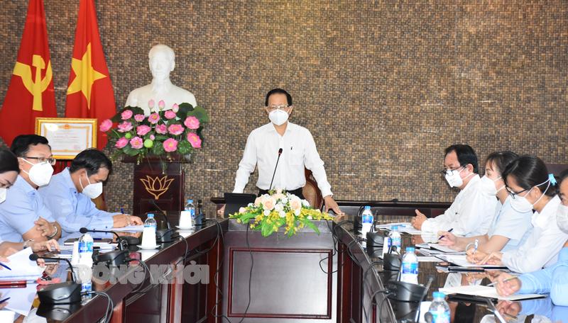 Phó chủ tịch Thường trực UBND tỉnh Nguyễn Trúc Sơn làm việc với ngành ngân hàng.