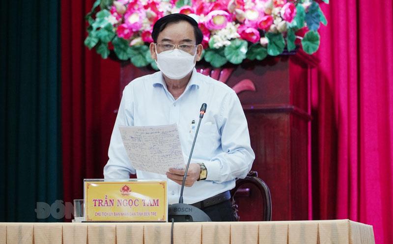 Chủ tịch UBND tỉnh Trần Ngọc Tam phát biểu tại hội nghị.