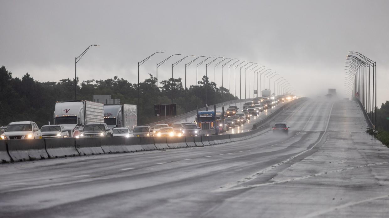 Người dân Louisiana sơ tán đến khu vực Texas trước giờ Ida bão đổ bộ ngày 28-8-2021. Ảnh: AFP