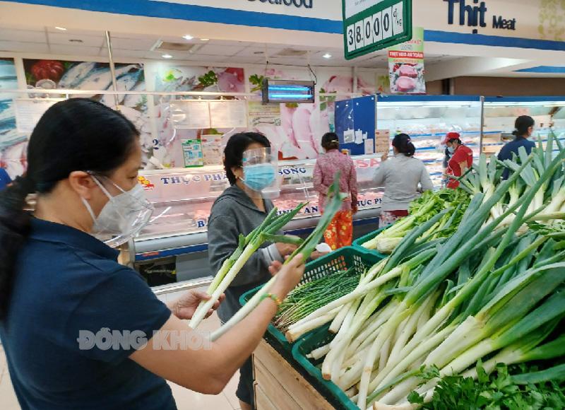 Người dân TP. Bến Tre được đi chợ trở lại vào ngày 4-9-2021.