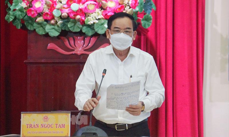 Chủ tịch UBND tỉnh Trần Ngọc Tam phát bieru tại hội nghị.
