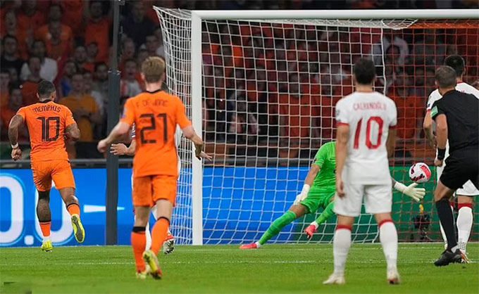Depay tỏa sáng với một cú hat-trick trong trận Hà Lan vs Thổ Nhĩ Kỳ