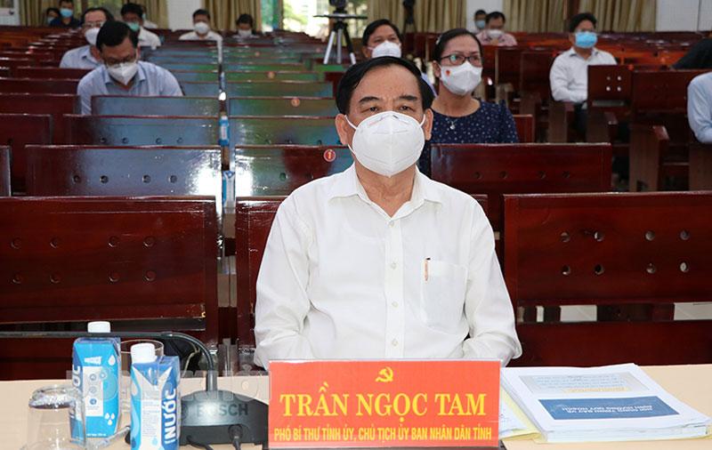 Chủ tịch UBND tỉnh Trần Ngọc Tam tại hội nghị.