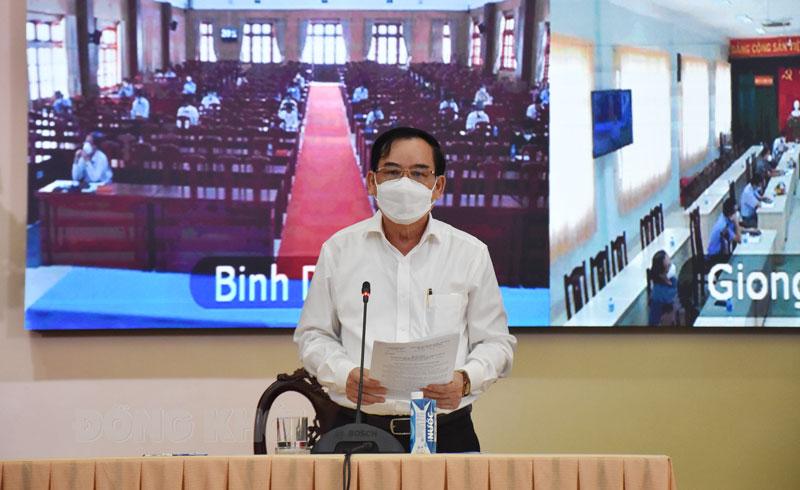 Chủ tịch UBND tỉnh Trần Ngọc Tam lưu ý tăng cường siết chặt vòng ngoài trong thời gian tới.