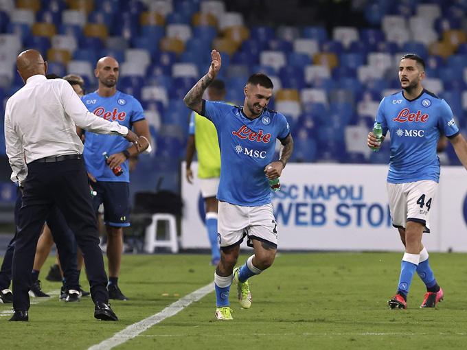 Napoli ngược dòng đánh bại Juventus