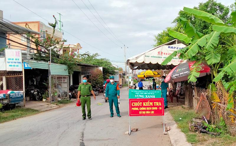 Chốt kiểm soát dịch Covid-19 xã Đại Hòa Lộc.