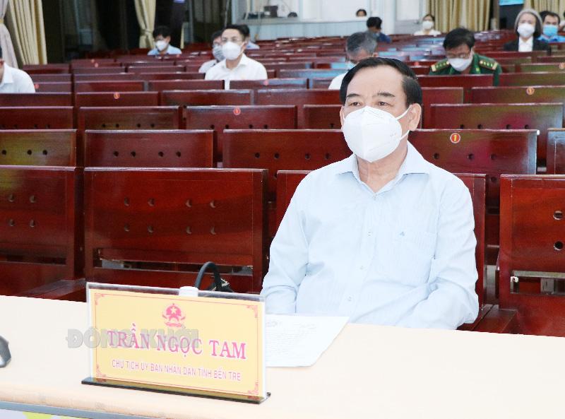 Chủ tịch UBND tỉnh Trần Ngọc Tam dự tại điểm cầu tỉnh.