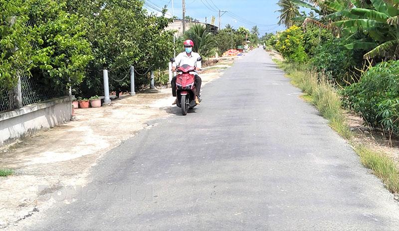 Đường nông thôn ấp Long Thạnh, xã Long Hòa.