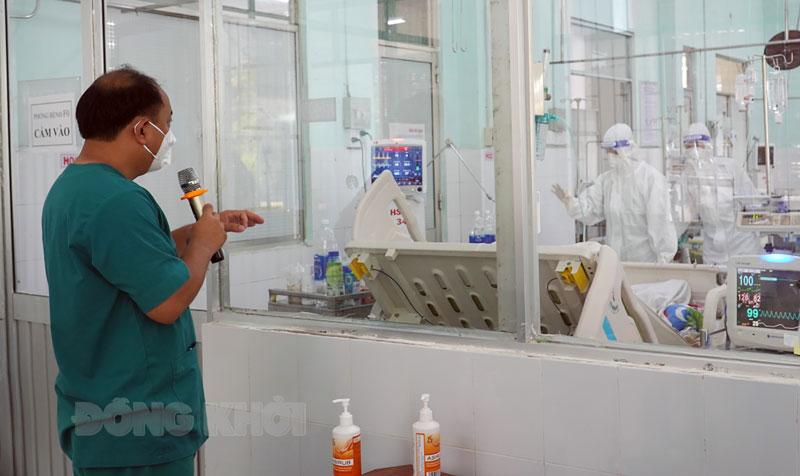 Thông tin liên lạc giữa phòng hành chính và phòng bệnh Khu hồi sức nhiễm F0.