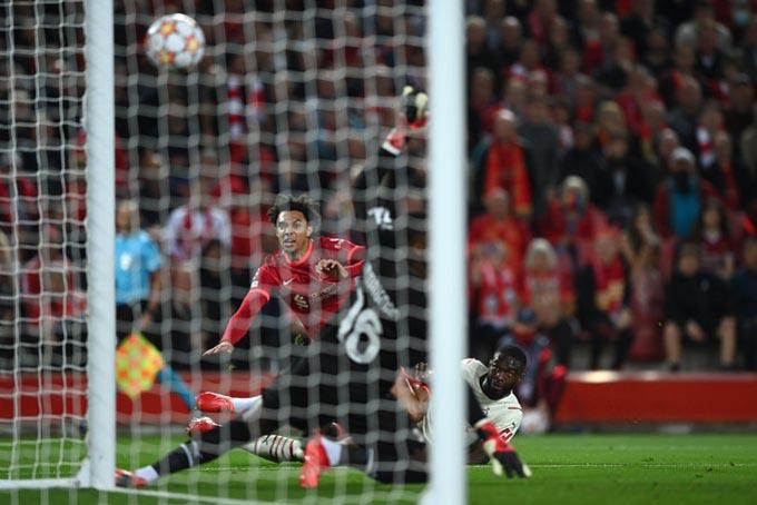 Trent ghi bàn mở tỷ số cho Liverpool ở trận gặp Milan
